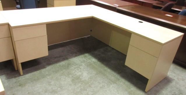 Lacasse Desk & Return (Maple/Right Hand)